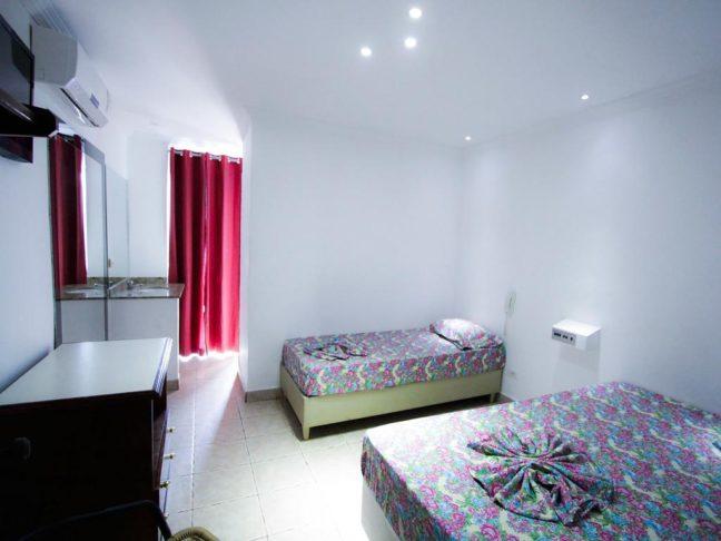 quarto de novo hotel pousada em interlagos