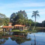 Lago de Big Valley hotel fazenda