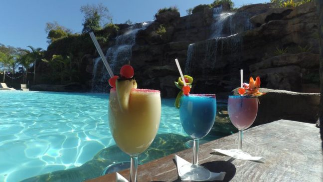 hotel fazenda vista alegre bar piscina