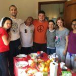 Hóspedes na cozinha de Castelinho Eco House